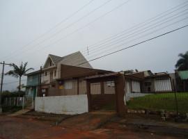 Casa 03 dormitorios com garagem e salão de festas