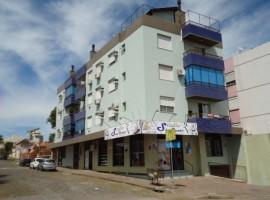 Apartamento 02 dormitórios com garagem em ótima localização