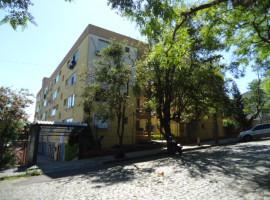 Apartamento 02 dormitórios com dependência e mobiliado