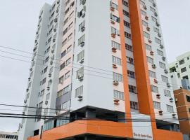 Apartamento 02 dormitorios com garagem semi-mobiliado
