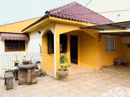 Casa quatro dormitórios com garagem