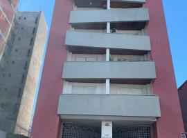 Apartamento de 2 domitórios Semi-mobiliado com garagem